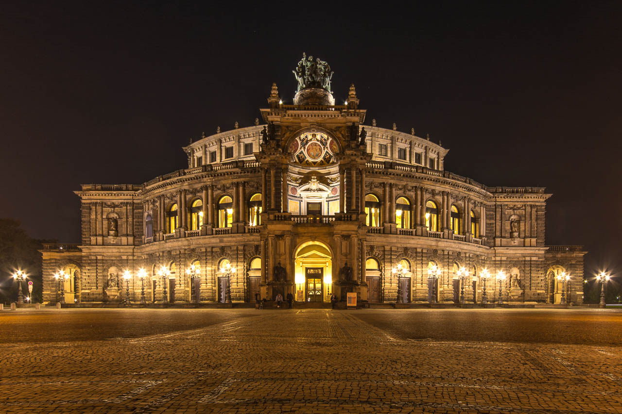 Semperoper_Dresden_Nacht_01